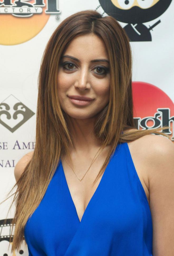 Noureen DeWulf Net Worth