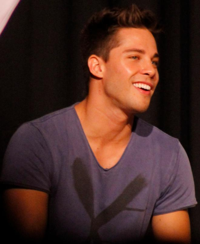 Dean Geyer Net Worth