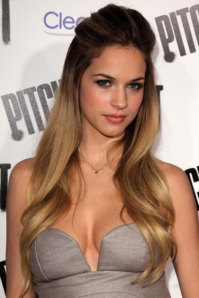 Alexis Knapp Net Worth